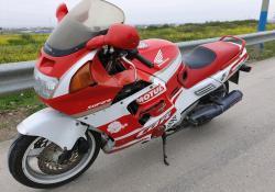 Продаю мотоцикл Honda cbr 1000f